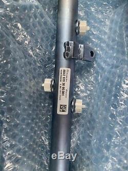 Mercedes Oem 10-17 Sprinter 2500 Rail À Carburant Diesel 6420703095 Côté Droit Injectio